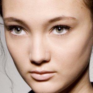 Tina Turnbow for Beauty.com uses Stila at Wayne, Fashion Week Fall 2008, makeup reviews