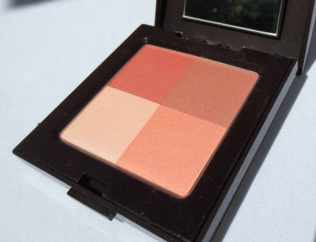 Coral Red Laura Mercier Illuminating Powder