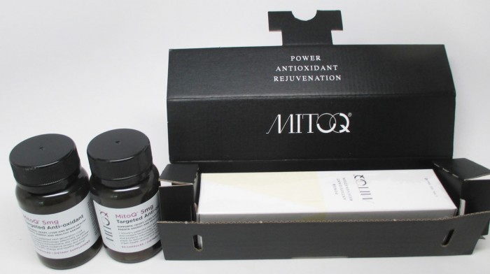 MitoQ Antioxidant And Moisturizing Serum | RagingRouge.com #sponsored #ad #MitoQBeauty
